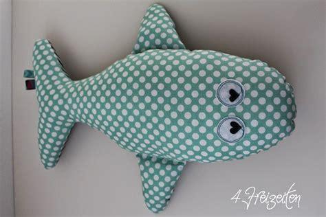 Nahen osten, nahen, nahen ostens, des nahen ostens, nahen und mittleren. Nähen: Eckberd der Wal ... oder ein kleiner Fischschwarm ...