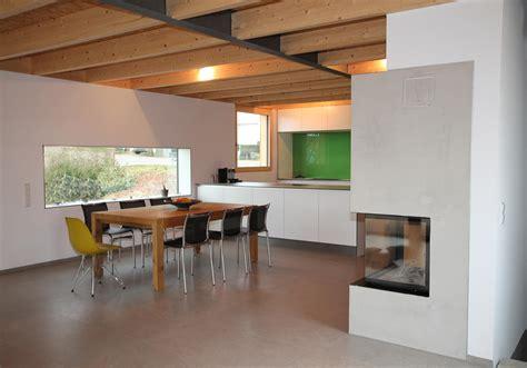 Decke Mit Holzbalken by Holzbalken Decke Interieur Modern Dekoration