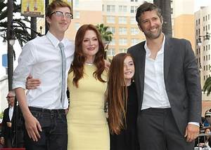 Julianne Moore dishes on her new app, the holidays and The ...