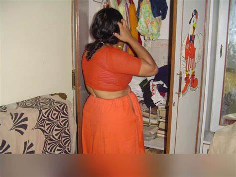 Trash Aunty Unleashes Her Sensual Side Arab Housewife Hike Taut Petticoat And Blouse Photo Gallery