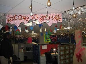 Image of: Ivesons Christma Office Decorating Contest The Brilliant Small Office Decoration Ideas