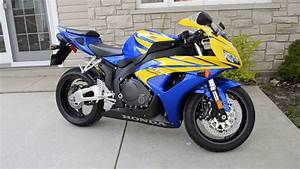 2006 Honda Cbr1000rr Blue And Yellow Stock Idle And Reving