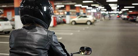 Parken Im Parkhaus Regeln Vorschriften Tipps by Wo Darf Ich Mein Motorrad Parken Adac