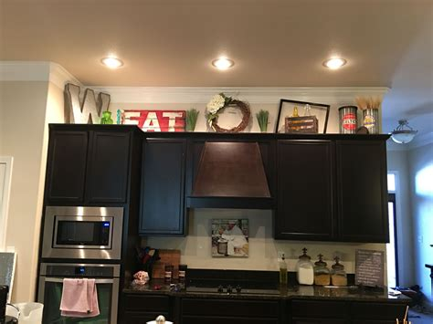 Decorating Ideas Kitchen Cabinets by Above Cabinet Decor Kitchen Cabinet Decorating Ideas