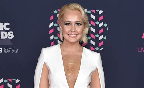 megan linsey meghan linsey shares she was bitten by venomous spider says she s glad to be alive meghan