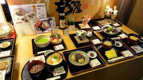japonais cuisine vitrine d 39 un restaurant japonais avec ses reproductions en