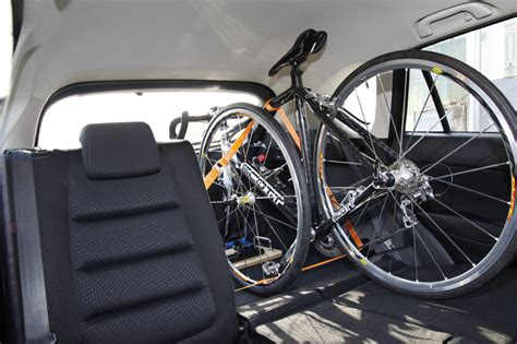 fahrrad im auto transportieren fahrrad im auto transportieren hts system fahrradtr 228 ger auto innenraum