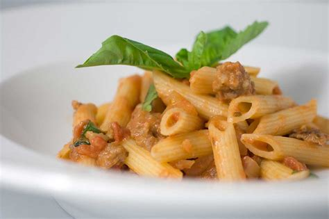 cuisine pasta recipe for tomato penne with sausage