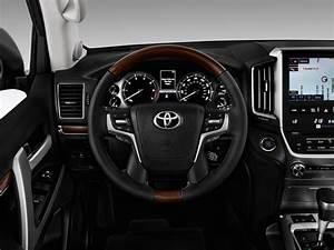 Image: 2017 Toyota Land Cruiser 4WD (Natl) Steering Wheel