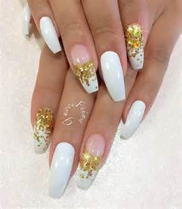 Adding some sparkling varnish will give your simple white coffin nails