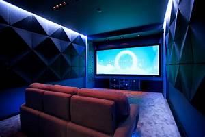 Professional Projector Screens - Artinstall (Russia)