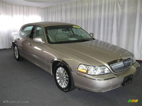 2003 light parchment gold lincoln town car signature
