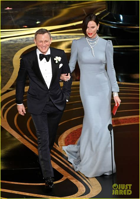 Daniel Craig Presents Best Supporting Actor Alongside