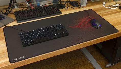 full desk mouse mat the extra large rog sheath gaming mat made me rethink my