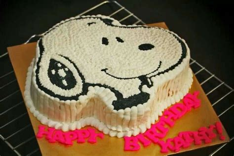 snoopy cake ideas  pinterest piping