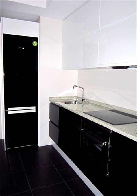 cocina en blanco  negro diseno fabricacion de cocinas