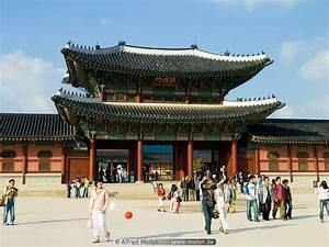 Heungnyemun gate picture. Gyeongbokgung Palace, Seoul, Korea