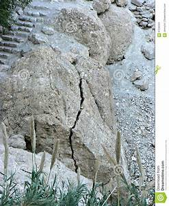 Rock Fracture - Mechanical Weathering Stock Photo - Image ...