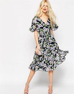 lyst asos pleated wrap midi dress in floral print With robe cache coeur manche longue