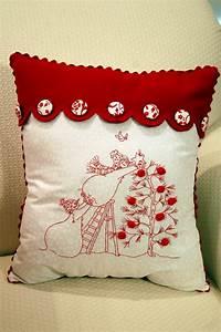 christmas quilt pillows pink polka dot creations With christmas pillows to make