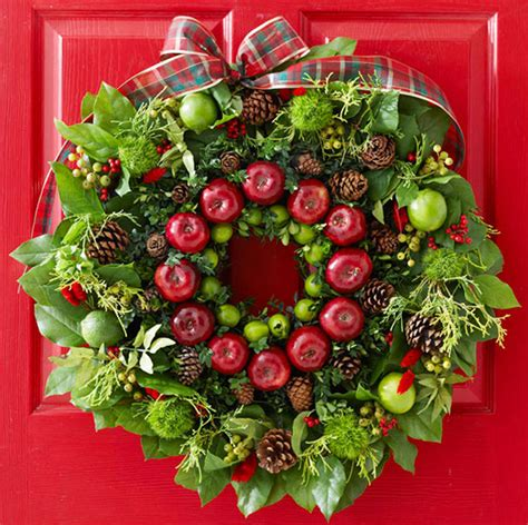 fresh christmas wreaths decorating design