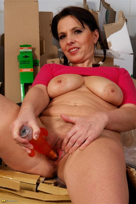 This Hot Mature Mama Loves To Show Off