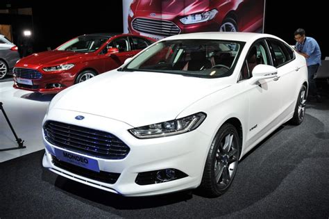 New Ford Mondeo Pictures  Auto Express