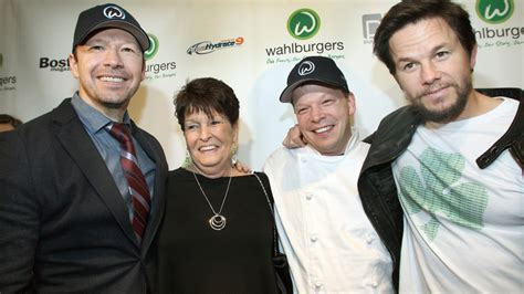 wahlberg wahlburgers mark boston stores brothers