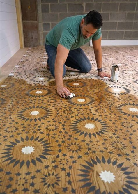 Stencil a Moroccan Pattern On A Wood Floor