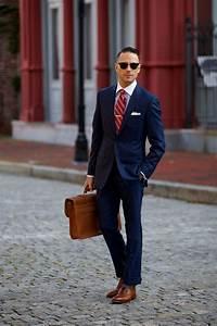 Blauer Anzug Schuhe : dunkelblauer anzug wei es businesshemd braune leder brogues braune leder aktentasche f r ~ Frokenaadalensverden.com Haus und Dekorationen