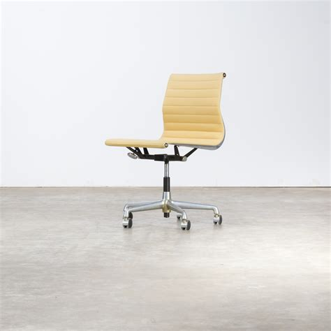 bureau herman miller charles and eames ea118 fauteuil for herman miller