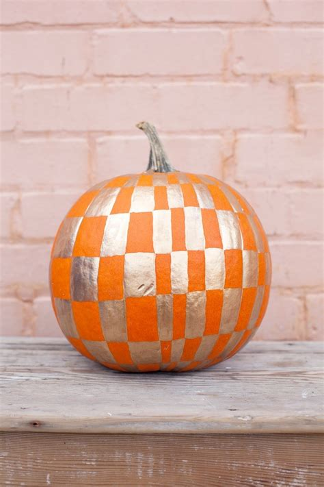 painting a pumpkin diy halloween pumpkin decorating projects