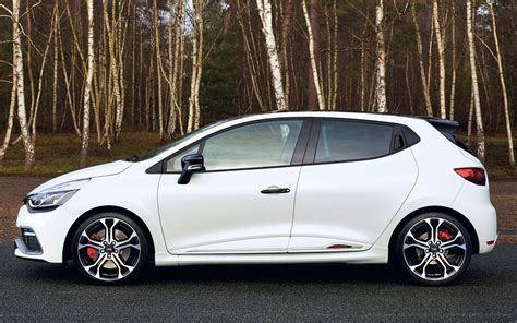 siege clio 2 rs renault shows three models at 2015 goodwood moving motor