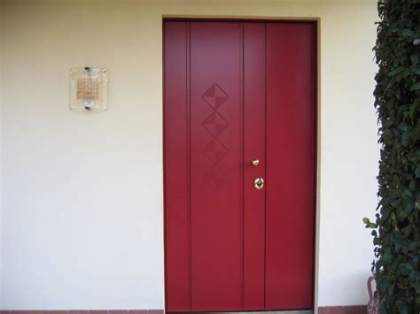 rivestimento porta ingresso porta blindata con rivestimento rosso infix