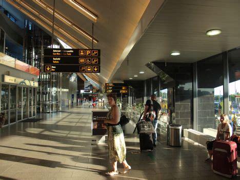 Policijas papildspēki pamet Tallinas lidostu - BNN - ZIŅAS ...