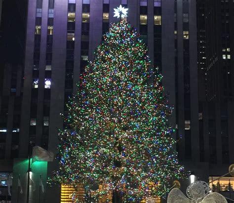 Tim Mcgraws Preposterously Tall Christmas Tree