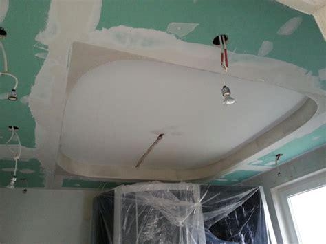 decke im bad abhängen decke abh 228 ngen anleitung zur design decke mit spots