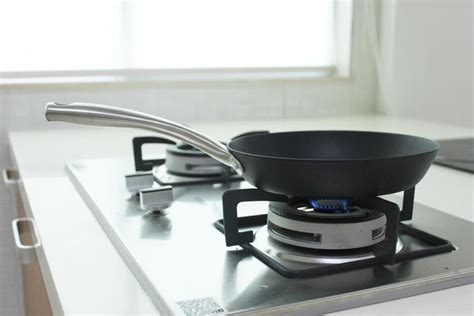 ultimate homeowners guide  buying cookware qanvast