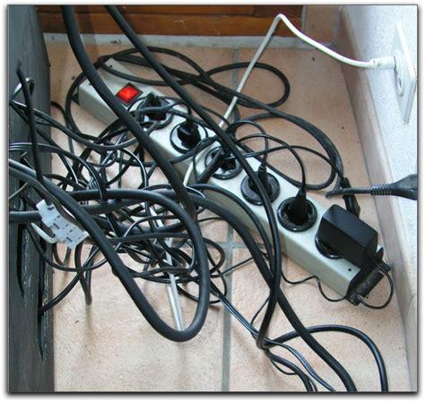 comment ranger les fils electriques comment ranger les fils electriques maison design bahbe