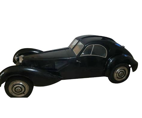 It was painted blue and black with pigskin interior, a split bumper and twin spotlights. 1936 Bugatti Type 57SC Atlantic - LUXUO