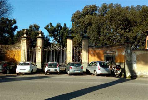 Ingresso Villa Ada by Villa Ada Con Gli Ingressi Chiusi Scatta Il Parcheggio