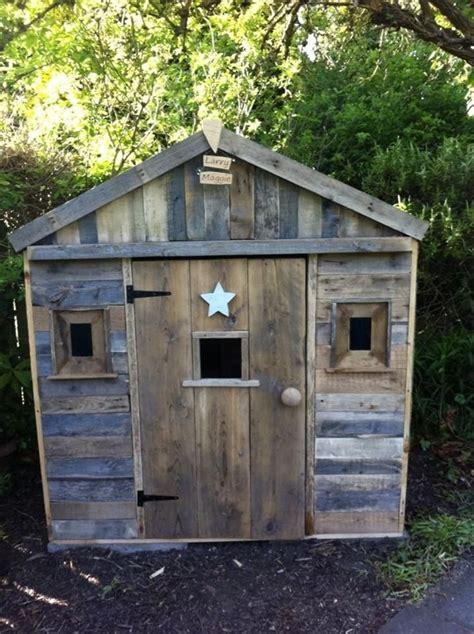 pallet playhouse  kids  reclaimed wood pallet