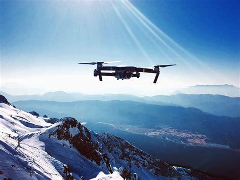 image libre drone avion vol ciel montagne vallee neige