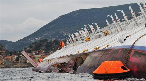 cruise ship sinking italy news in pictures italy cruise ship disaster