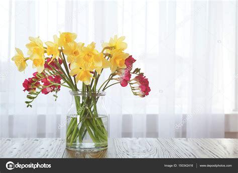 vaso con fiori vaso con fiori foto stock 169 belchonock 150342416