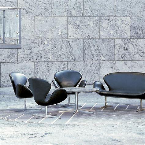 swan chair sessel leder fritz hansen ambientedirect