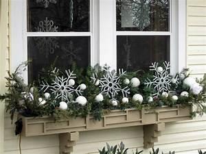 Fensterbank Außen Dekorieren : 1001 ideen f r bezaubernde fensterdeko zu weihnachten fensterbank deko weihnachten kugeln ~ Eleganceandgraceweddings.com Haus und Dekorationen