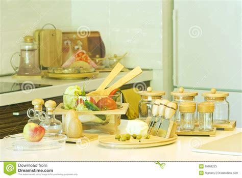 la cuisine de az préparation de la nourriture dans la cuisine photos stock