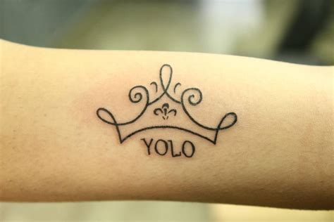 minimalist tattoo ideas designs  prove subtle      beautiful black