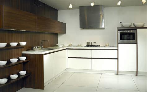 L-form-küche Luxio Mx In Weiß Und Dunklem Holz